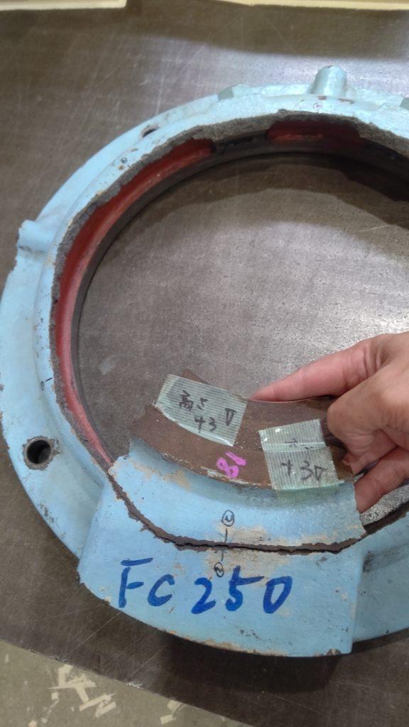 機械の部品の劣化による割れた鋳物2