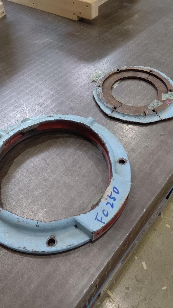 機械の部品の劣化による割れた鋳物1